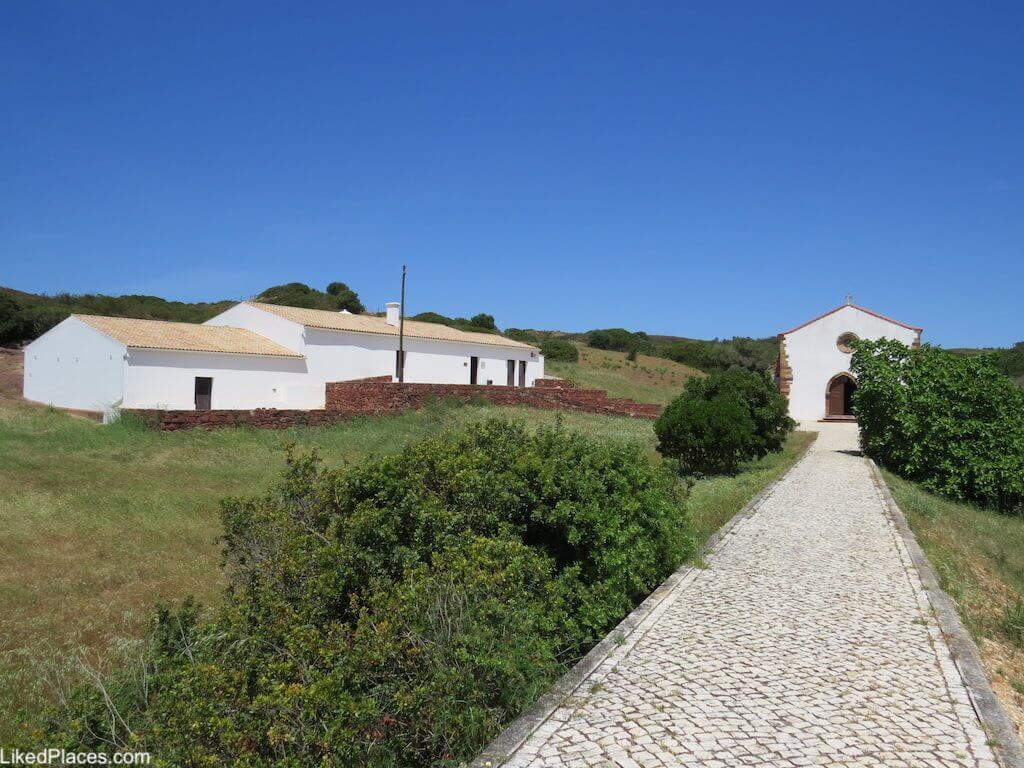 Algarve entrada da Ermida de Guadalupe perto de Sagres