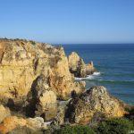 Algarve Vista de mar e da arriba onde se localiza o Farol da Ponta da Piedade em Lagos