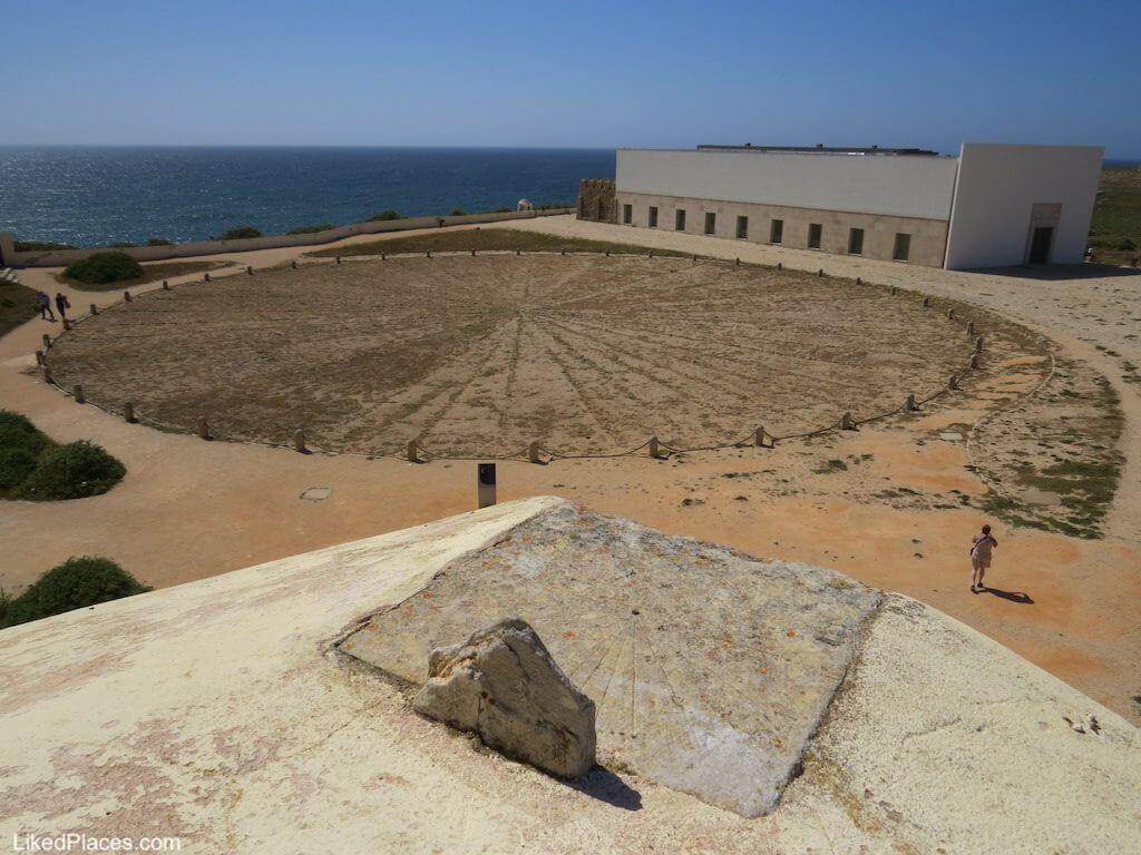 Algarve Vista da Rosa dos ventos e relógio de sol na Fortaleza de Sagres