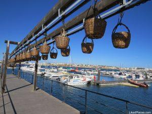 Poremenor da estrutura dos cestos de transporte de peixe junto ao Rio Arade no Museu de Portimão
