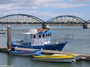 Algarve, Zona Ribeirinha com barcos e pontes sobre o Rio Arade, Portimão