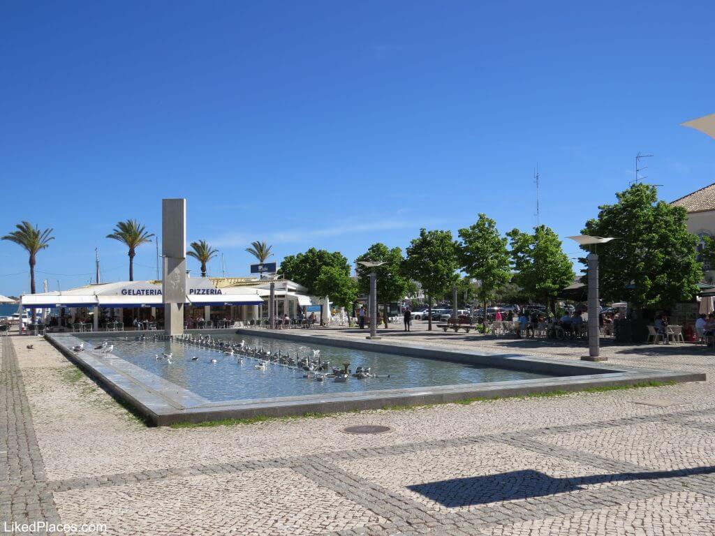 Algarve, Praça Manuel Teixeira Gomes, Portimão com lago, repuxos e estátua
