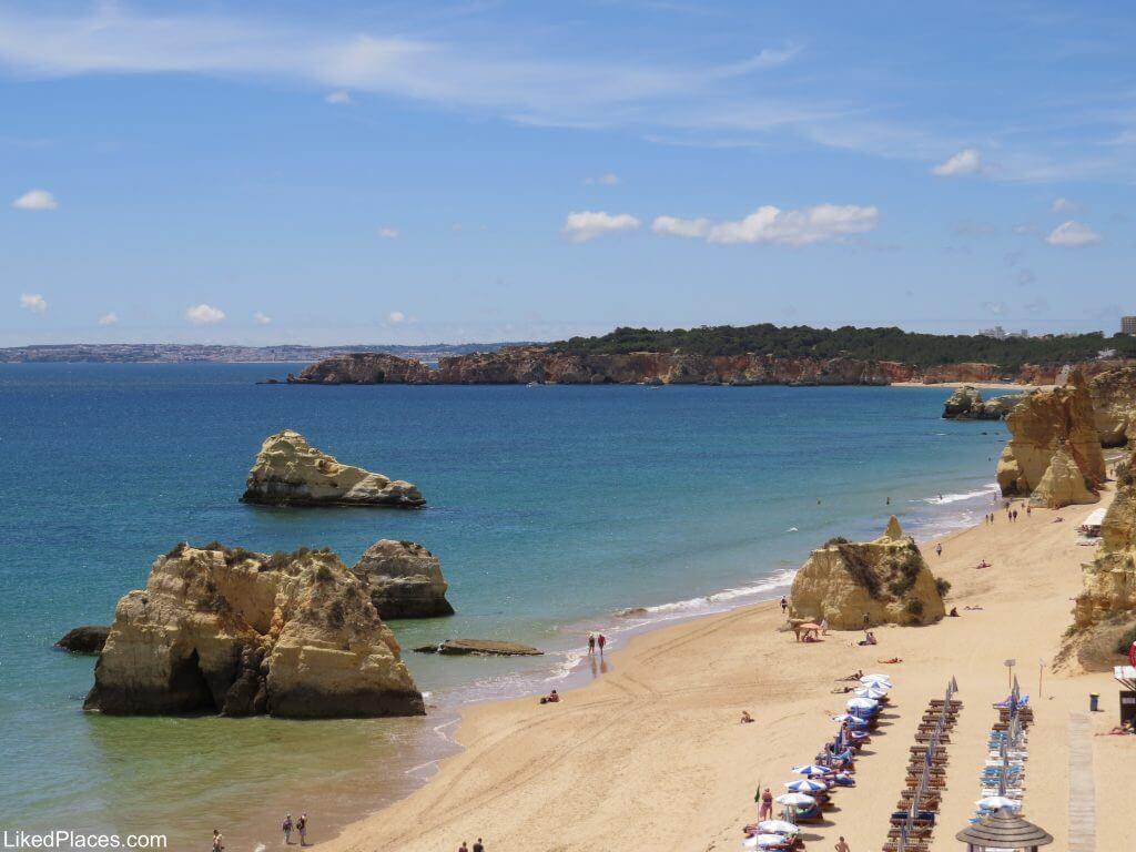 Algarve, View from the viewpoint to the Três Castelos Beach, Portimão