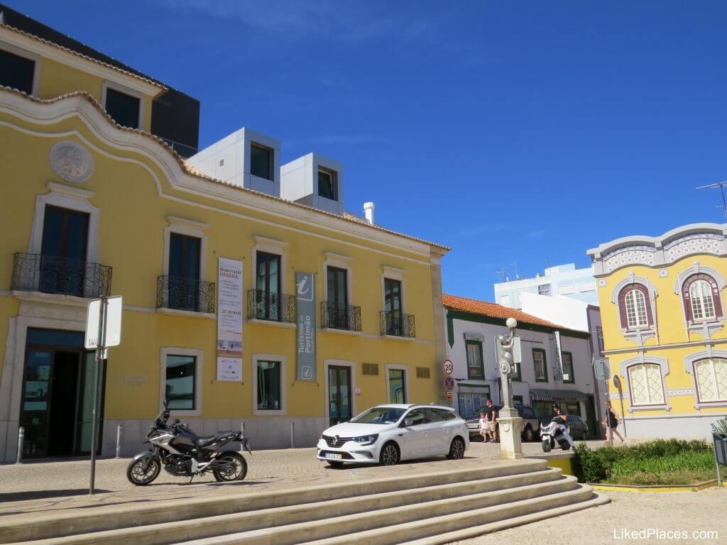 Algarve, Edifício do Posto de Turismo e do TEMPO - Teatro Municipal de Portimão