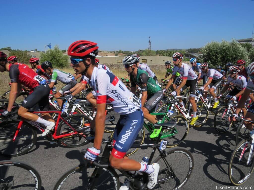 Ciclistas numa subida da Volta a Portugal, Cyclists struggling uphill