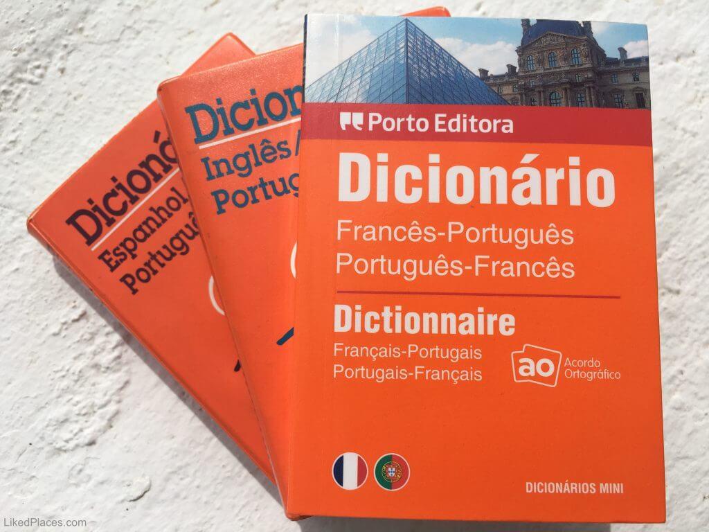 dicionários de português, francês, inglês e espanhol