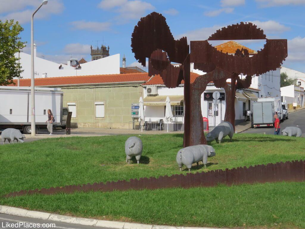 Roundabout of the Pigs, Castro Verde