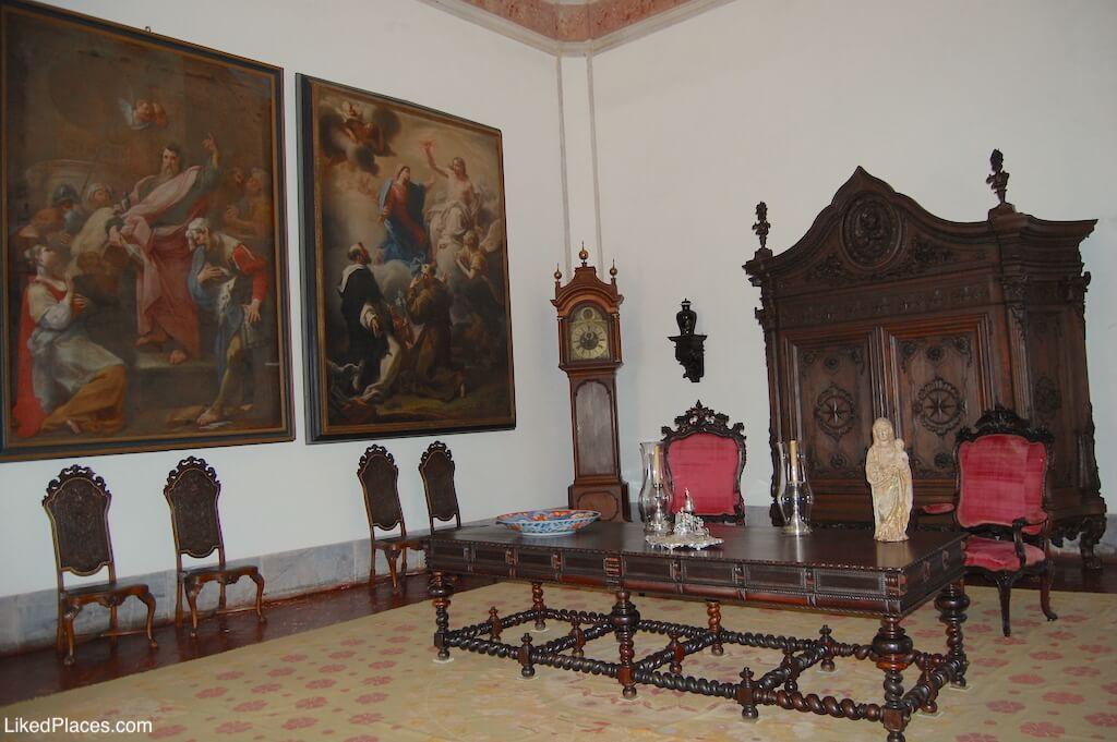 Palácio de Mafra Mobília e quadros do Salão Torreão Norte Furniture of Great Hall in North Tower