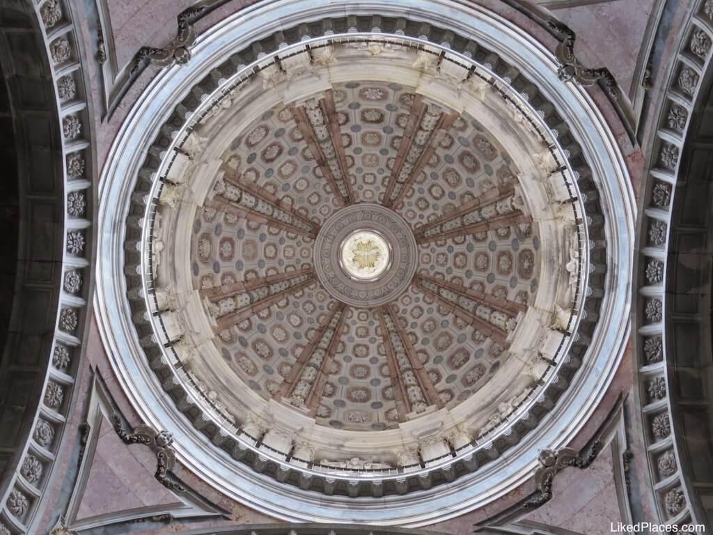 Cúpula da Basílica do Palácio de Mafra. Zimbório. No ponto central está uma pomba.