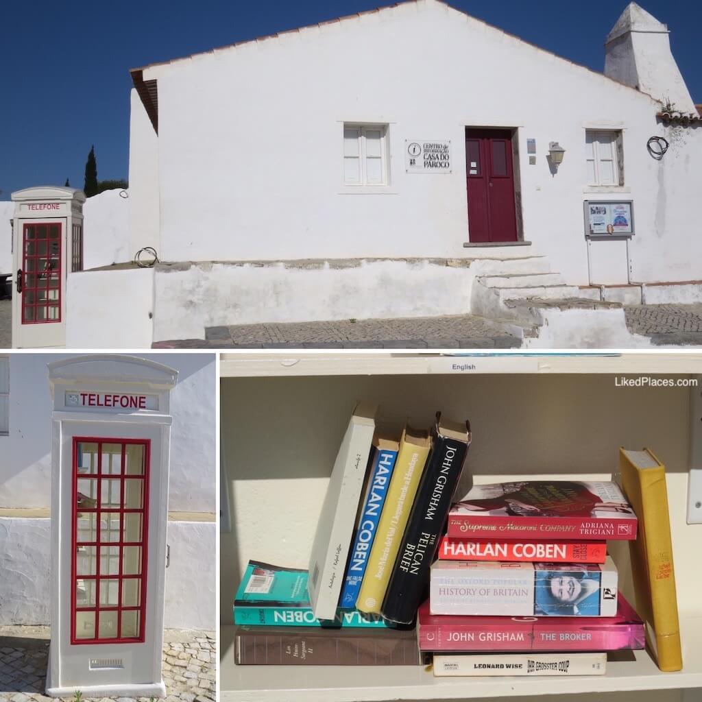 Biblioteca na Cabine Telefónica ao lado da Casa do Pároco, em Cacela Velha