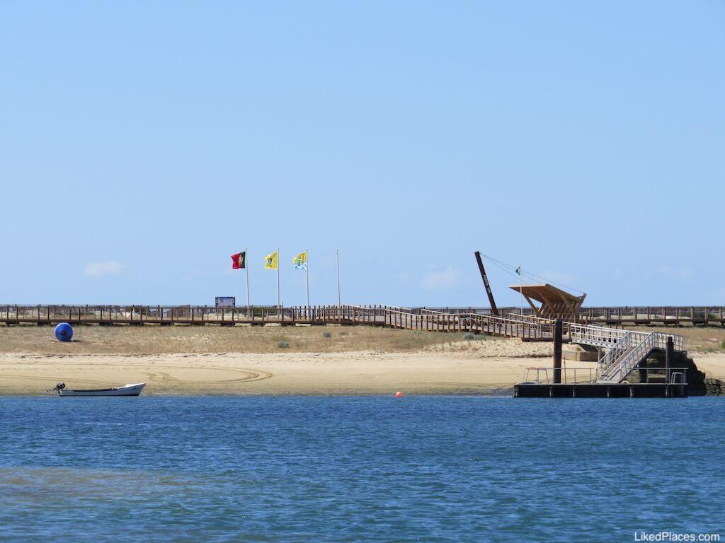 Cais de acesso da Praia Fuzeta Mar na Ilha da Armona