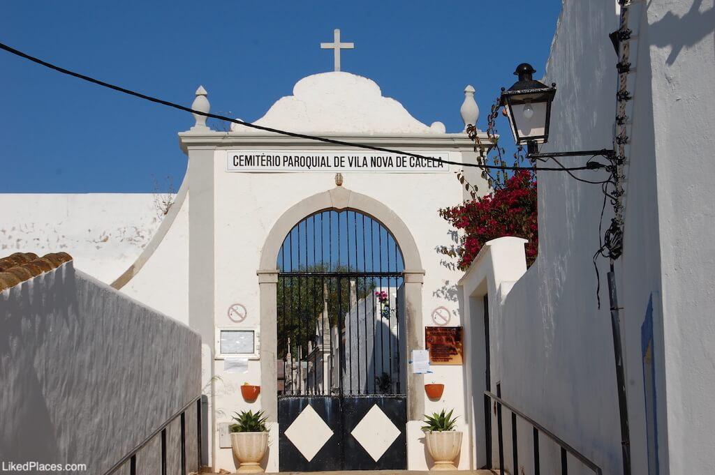 Portal de entrada do Cemitério em Cacela Velha