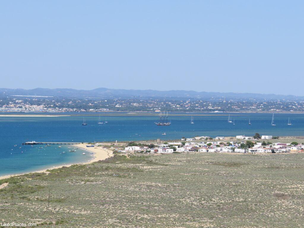 Hangares vista a partir do Farol do Cabo de Santa Maria, Ilha da Culatra. Hangares, Culatra Island
