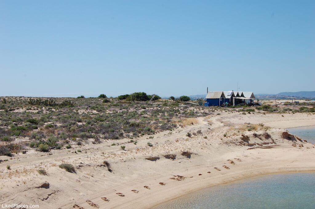 Apoios para pescadores da Ilha Deserta ou Barreta