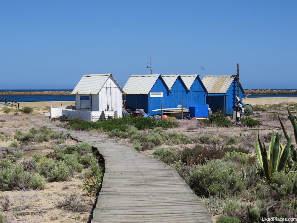 Apoios para Pescadores na Ilha Deserta ou Barreta
