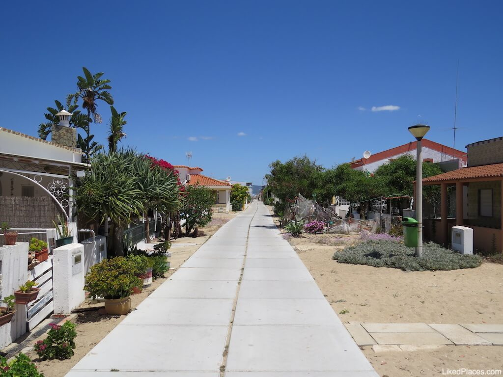 Rua Principal na Culatra, Ilha da Culatra, Faro, Algarve. Culatra main street
