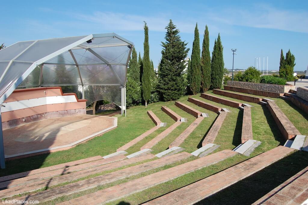 Anfiteatro junto ao Centro de Interpretação do Território, no Revelim de Castro Marim