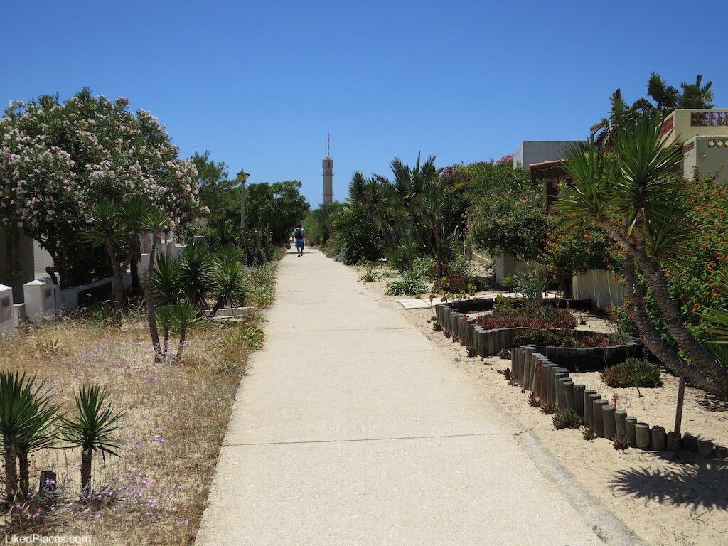 Rua da localidade do Farol, Ilha da Culatra. Farol village street, on Culatra island