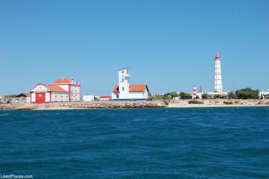 Localidade do Farol, com Farol do Cabo de Santa Maria e ISN, Ilha da Culatra. Culatra Island lighthouse