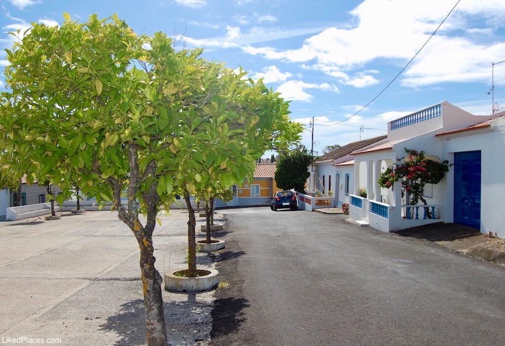 Largo de Santa Bárbara, Azinhal