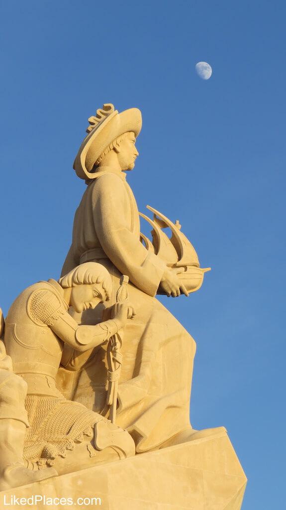 Estátua do Infante Dom Henrique no Padrão dos Descobrimentos em Belém, Lisboa