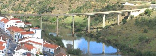 Mértola - Fora do Centro Histórico com Rio Guadiana e Ponte - Mertola
