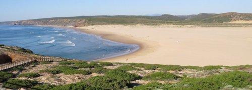 Algarve Vista da Praia da Bordeira em Alzejur - public holidays Portugal 2020 - feriados Portugal 2020